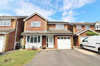 4 Bedrooms Detached House for sale in Campion Drive, Bradley Stoke, Bristol