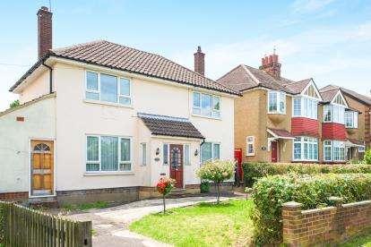 4 Bedrooms Detached House for sale in Barnet Road, Potters Bar, Hertfordshire, .