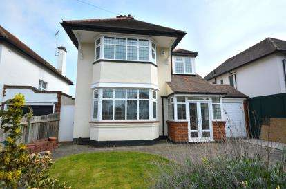 4 Bedrooms Detached House for sale in Burges Estate, Thorpe Bay, Essex