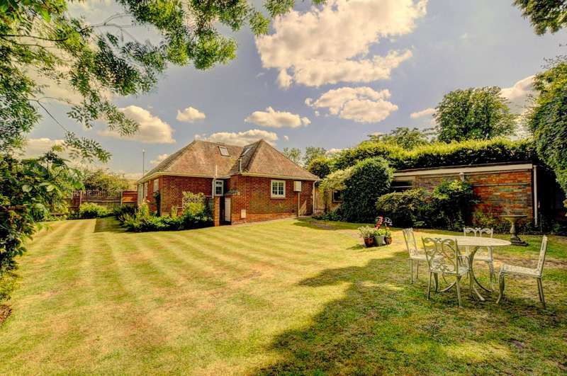 3 Bedrooms Bungalow for sale in Green End Road, Radnage