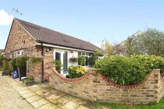 3 Bedrooms Semi Detached Bungalow for sale in The Phygtle, Chalfont St. Peter, Gerrards Cross