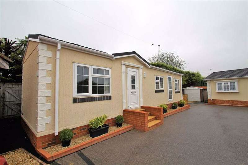 1 Bedroom Park Home Mobile Home for sale in Layters Green Park, Chalfont St Peter, Gerrards Cross