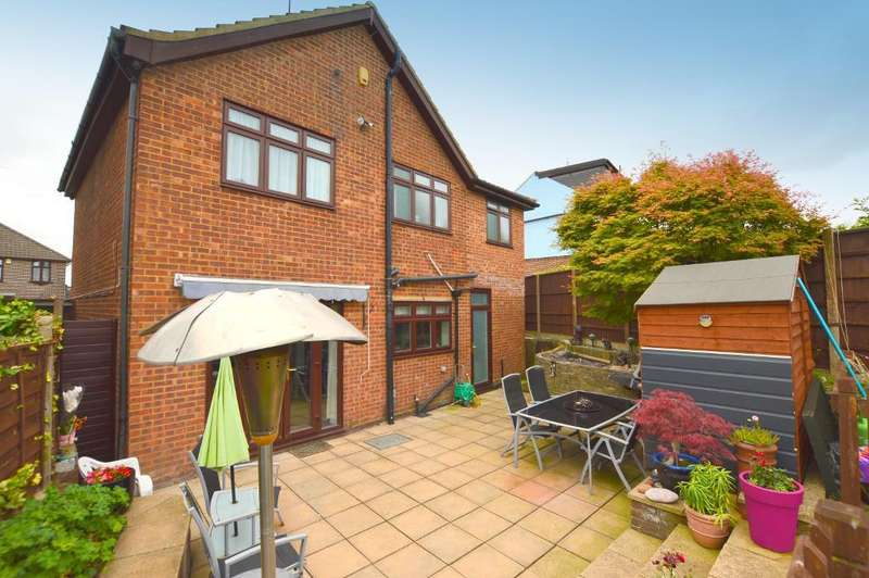 4 Bedrooms Detached House for sale in Neville Road, Limbury, Luton, Bedfordshire, LU3 2JG