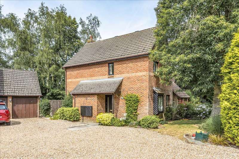 3 Bedrooms Detached House for sale in Eagle Close, Heathlake Park, Crowthorne
