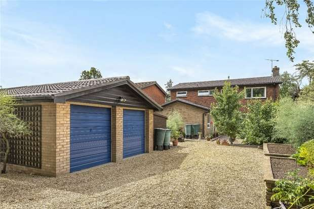 4 Bedrooms Detached House for sale in Church Lane, Oakley, Bedford