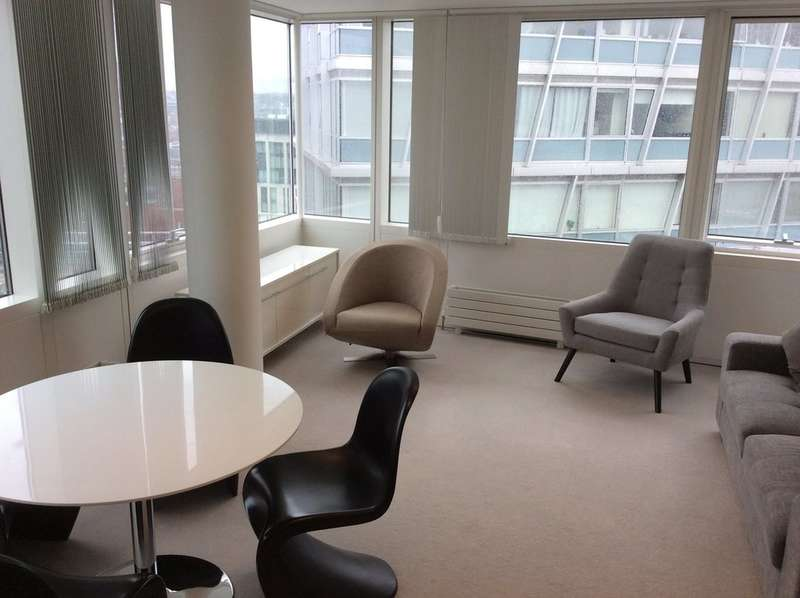 2 Bedrooms Flat for rent in One Park West, Liverpool,