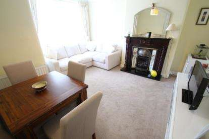 2 Bedrooms Flat for sale in Birmingham Road, Renfrew, Renfrewshire