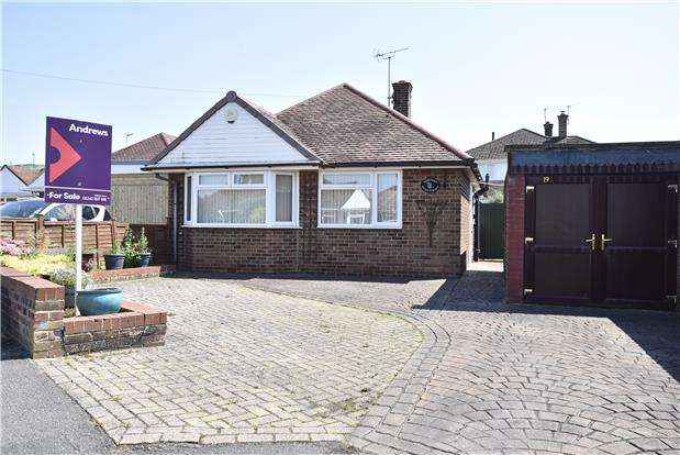 2 Bedrooms Detached Bungalow for sale in Sunnycroft Close, Bishops Cleeve, Gloucestershire, GL52