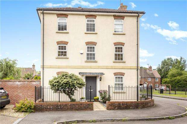 4 Bedrooms Town House for sale in Coaters Lane, Wooburn Green, High Wycombe