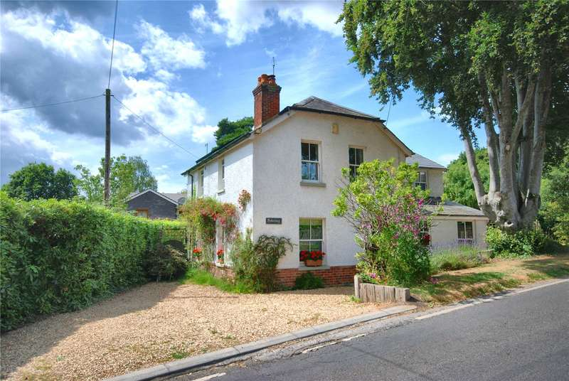 4 Bedrooms Detached House for sale in Alderholt Road, Sandleheath, Fordingbridge, Hampshire, SP6