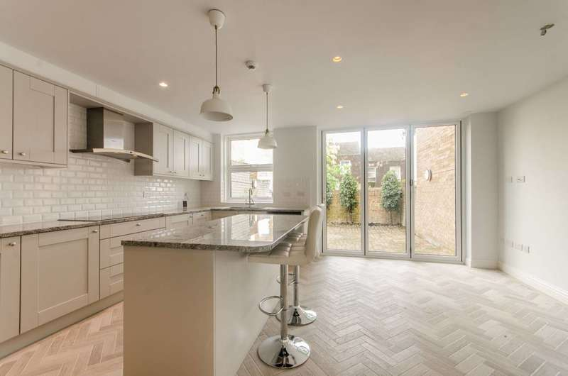4 Bedrooms House for rent in Welford Place, Wimbledon Village, SW19