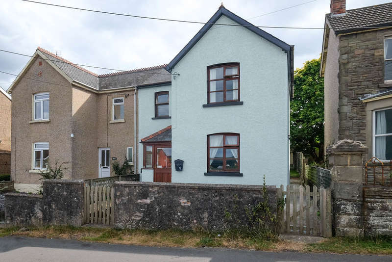 3 Bedrooms Semi Detached House for sale in Brockhollands Road, Bream, Lydney