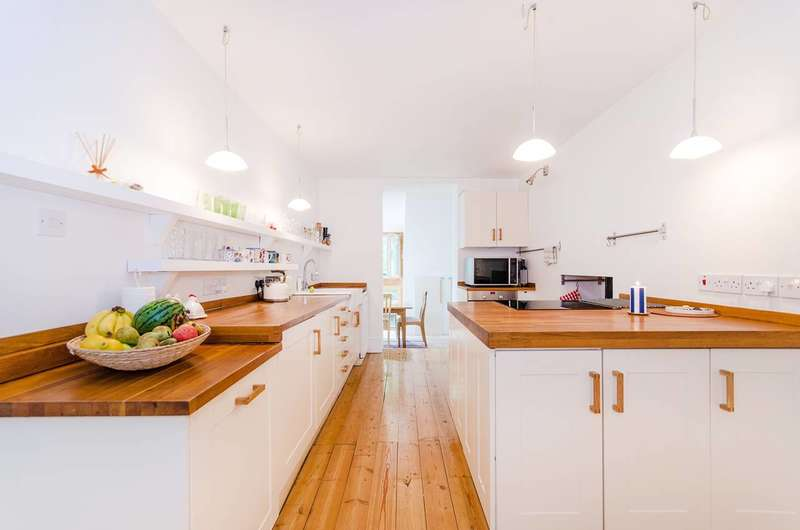 3 Bedrooms Flat for sale in Roxborough Park, Harrow on the Hill, HA1