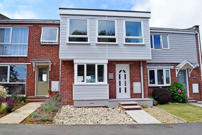 3 Bedrooms Terraced House for sale in Lincoln Way, Bembridge, Isle of Wight, PO35 5RR