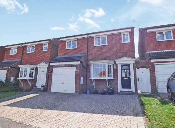 4 Bedrooms Detached House for sale in Ashgrove,, Steeple Claydon, Buckinghamshire, MK18 2LW