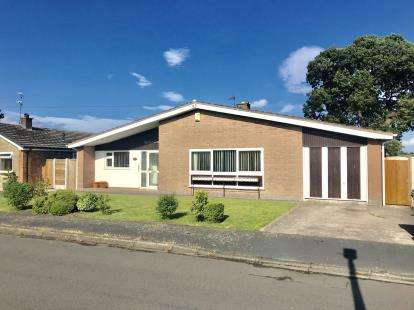 2 Bedrooms Bungalow for sale in Ringway, Waverton, Chester, Cheshire, CH3