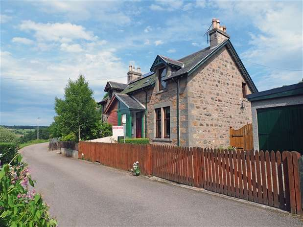 4 Bedrooms Semi Detached House for sale in Dailuaine Terrace, Carron, Aberlour