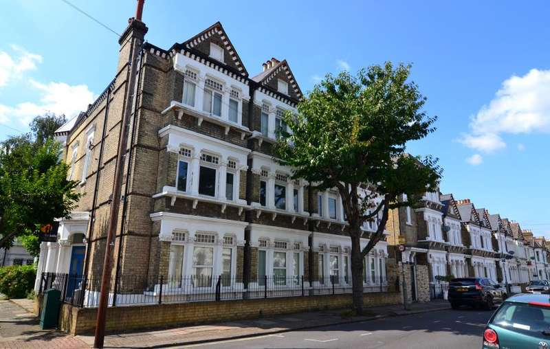 3 Bedrooms Flat for sale in Longbeach Road, Battersea, SW11