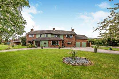7 Bedrooms Detached House for sale in Top Road, Acton Trussell, Stafford, Staffordshire
