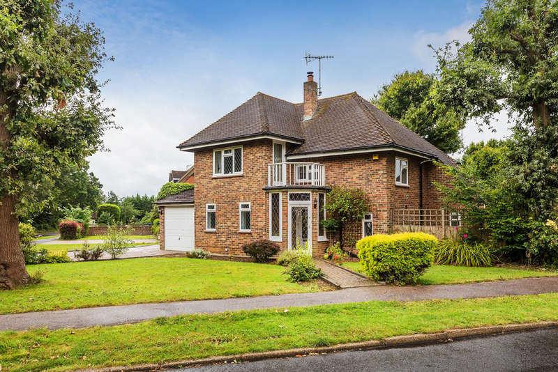 3 Bedrooms Detached House for sale in Lagham Park, South Godstone
