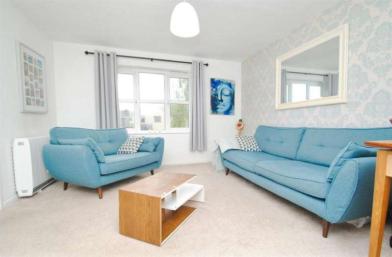 2 Bedrooms Flat for sale in Oak Way, South Cerney, Cirencester