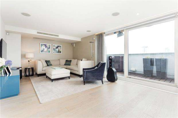 2 Bedrooms Flat for sale in Axis Court, 2 East Lane, London