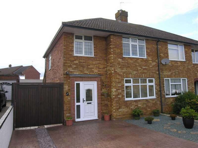 3 Bedrooms Semi Detached House for rent in Manor Road, Toddington