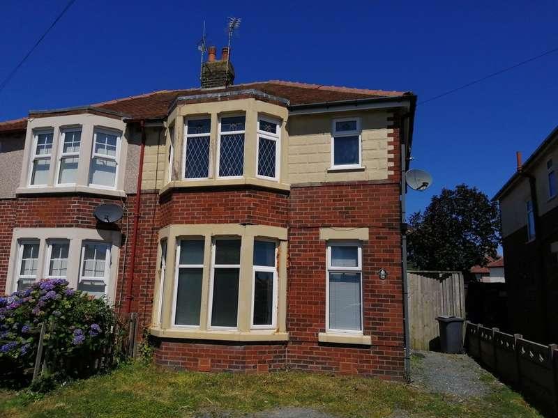 2 Bedrooms Semi Detached House for sale in Waverley Avenue, Fleetwood