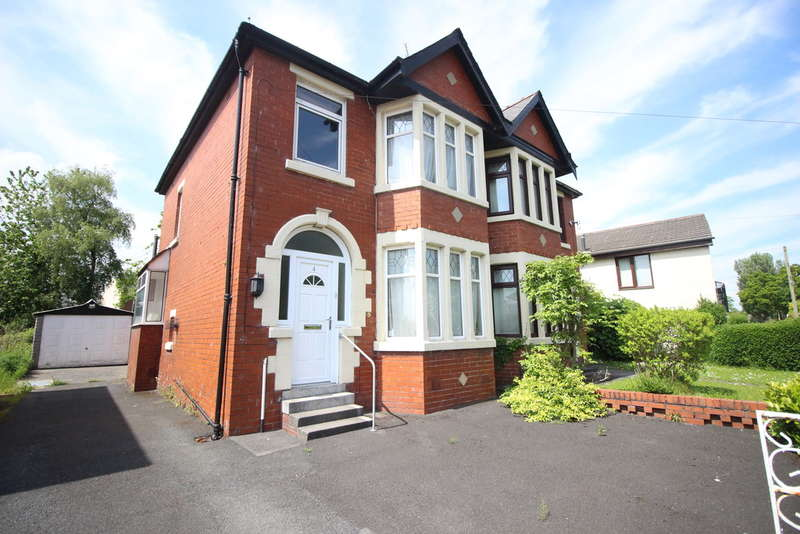3 Bedrooms Semi Detached House for sale in Glenluce Drive, Preston