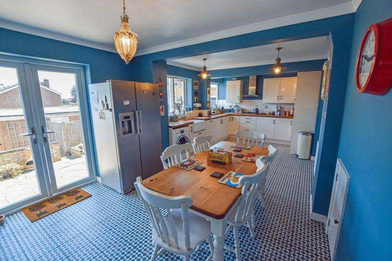 3 Bedrooms House for sale in Reynolds Close, Bedford