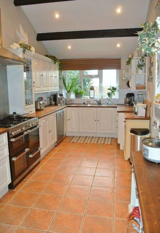 4 Bedrooms Detached House for sale in Stroud Road, Tuffley, Gloucester
