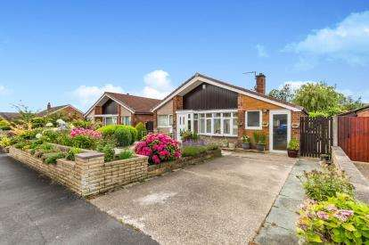 3 Bedrooms Bungalow for sale in Conway Drive, Fulwood, Preston, Lancashire, PR2