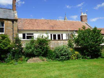 2 Bedrooms Flat for sale in Church Path, South Petherton, Somerset