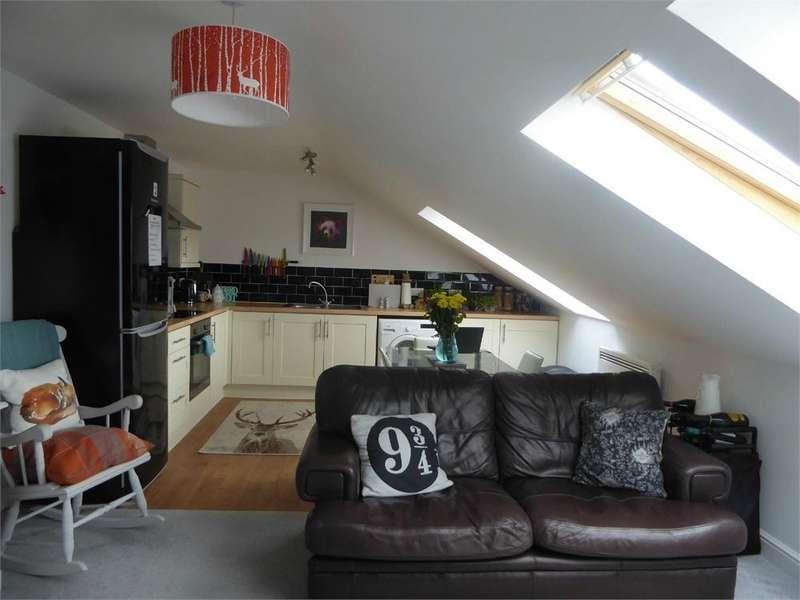 2 Bedrooms Flat for sale in Bridge Court, Bulwark Road, Bulwark, Chepstow