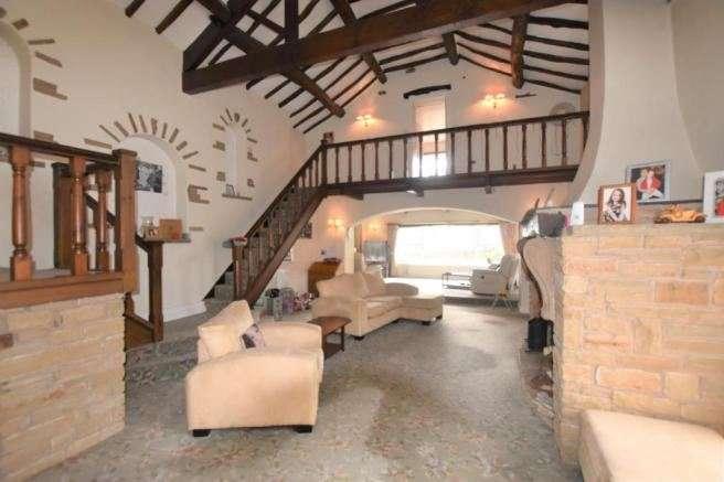5 Bedrooms Property for sale in 16 Mottram Moor, Hollingworth, Hollingworth, Greater Manchester, SK14 8LZ