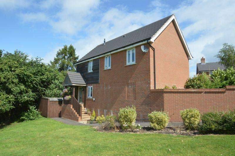 2 Bedrooms Coach House Flat for sale in Sneyd Wood Road, Cinderford