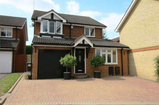 3 Bedrooms Detached House for sale in Kestrel Road, WALTHAM ABBEY, Essex
