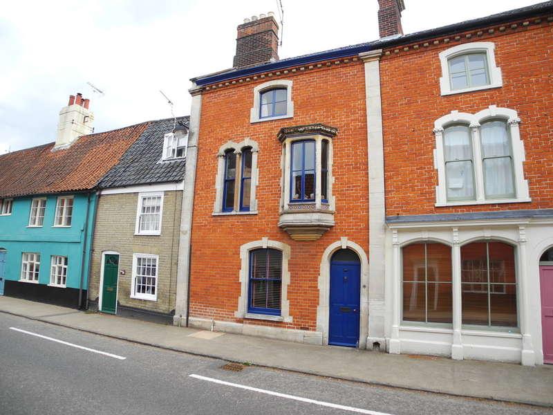 3 Bedrooms Town House for sale in Bridge Street, Bungay