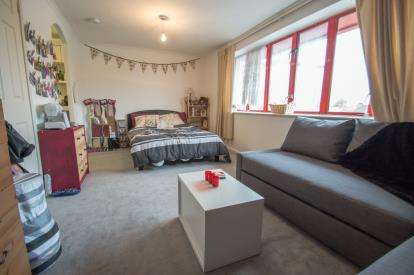 1 Bedroom Flat for sale in Hardingstone Court, Eleanor Way, Waltham Cross, Hertfordshire