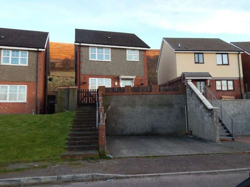 3 Bedrooms Detached House for sale in Oak Road, Blaina. NP13 3JX