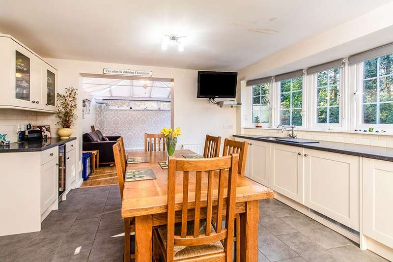 4 Bedrooms Detached House for sale in Chantry Avenue, Hartley, Kent, DA3