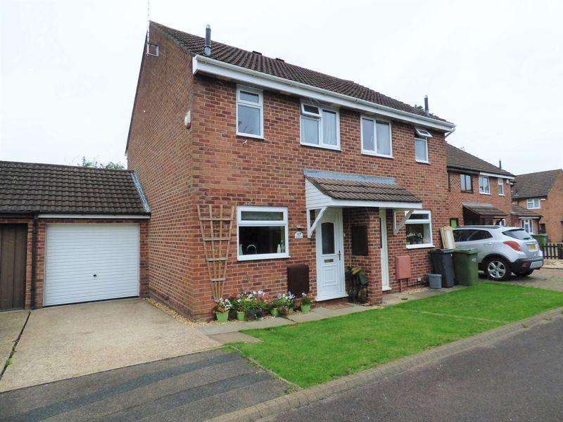 2 Bedrooms Semi Detached House for sale in Hembury Close, Gloucester