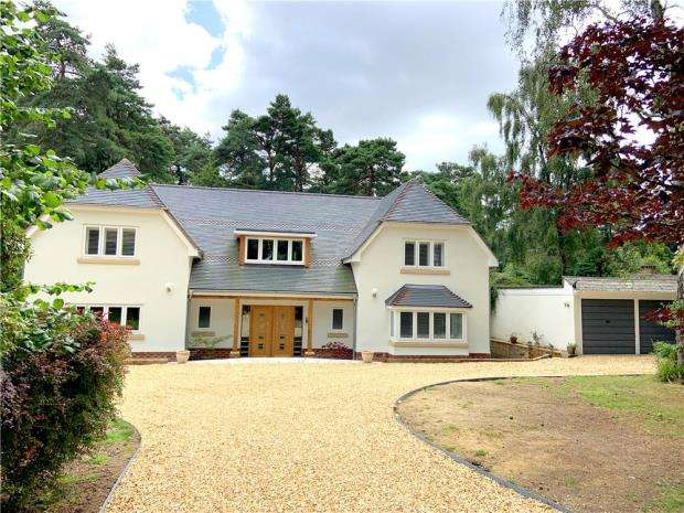 5 Bedrooms Detached House for sale in Ashley, Ringwood, Hampshire, BH24