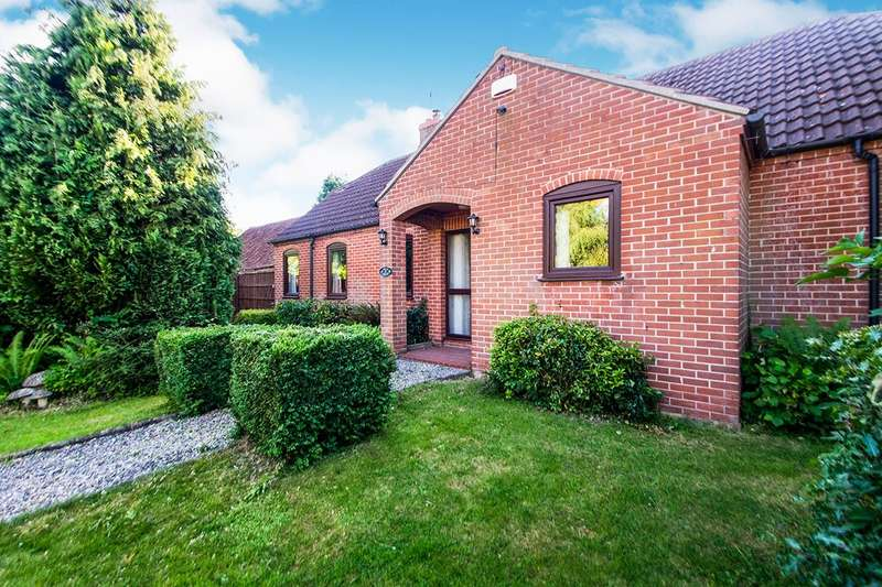 3 Bedrooms Detached Bungalow for sale in Holly Mount, Kneesall, Newark, Nottinghamshire, NG22