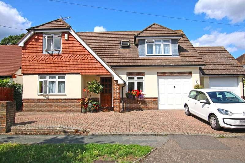 3 Bedrooms Detached House for sale in Mowbray Avenue, Byfleet, Surrey, KT14