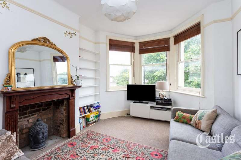 2 Bedrooms Flat for sale in Birkbeck Road, Crouch End, London, N8
