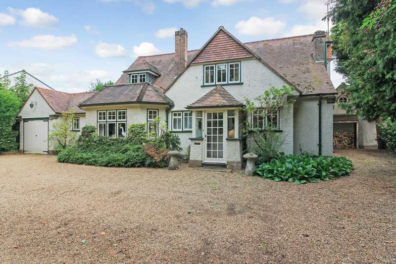 4 Bedrooms Detached House for sale in Station Road, Tring