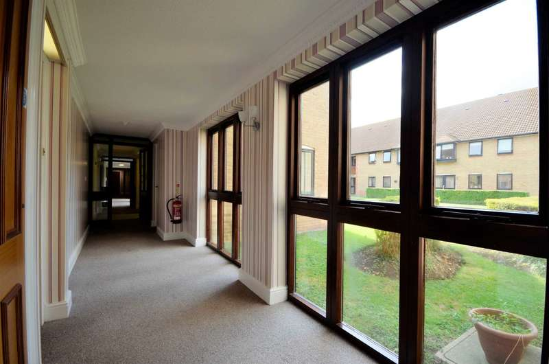 2 Bedrooms Retirement Property for sale in Park Lodge, Billericay