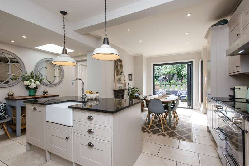 5 Bedrooms Terraced House for sale in Gartmoor Gardens, Southfields, London, SW19