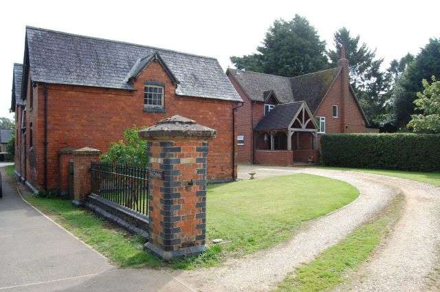 4 Bedrooms Detached House for sale in Off Main Street, Little Brington, Northampton NN7 4HX